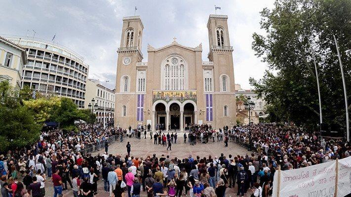 Μίκης Θεοδωράκης: Στη Μητρόπολη η τελετή αποχαιρετισμού – «Αθάνατος» φώναζε ο κόσμος